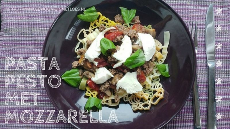 Pasta Pesto met mozzarella, champignon, tomaat en basilicum