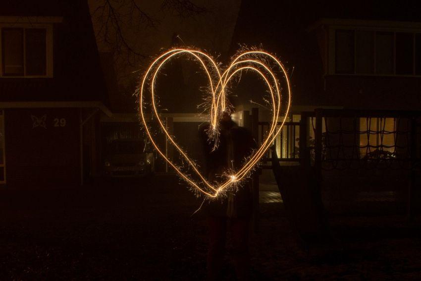 Schrijven met licht vuurwerk fotograferen