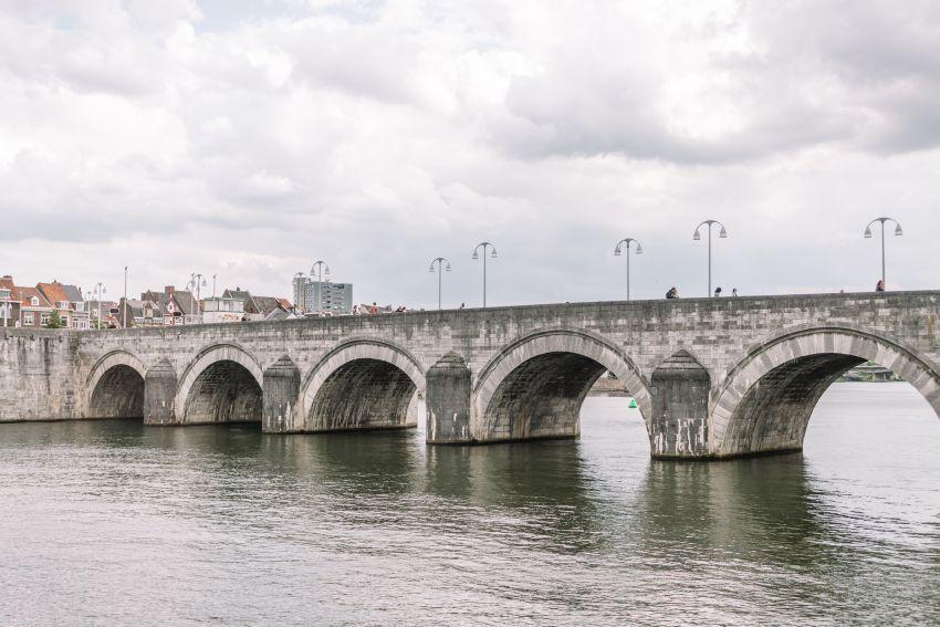 De bekende brug in Maastricht